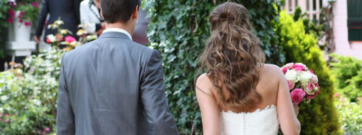Stijl haar? Zorg met deze stylingtips voor prachtige krullen op jouw trouwdag!